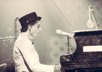 image de l'artiste Mika en noir et blanc